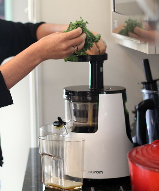 putting kale into my hurom-juicer
