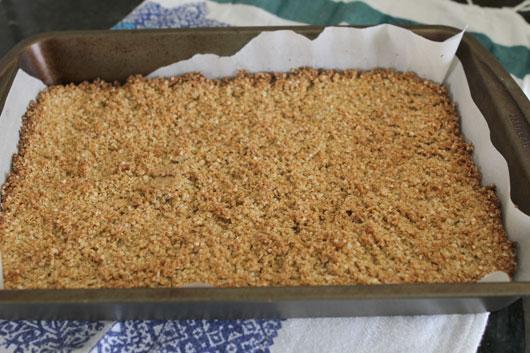making-quinoa-granola