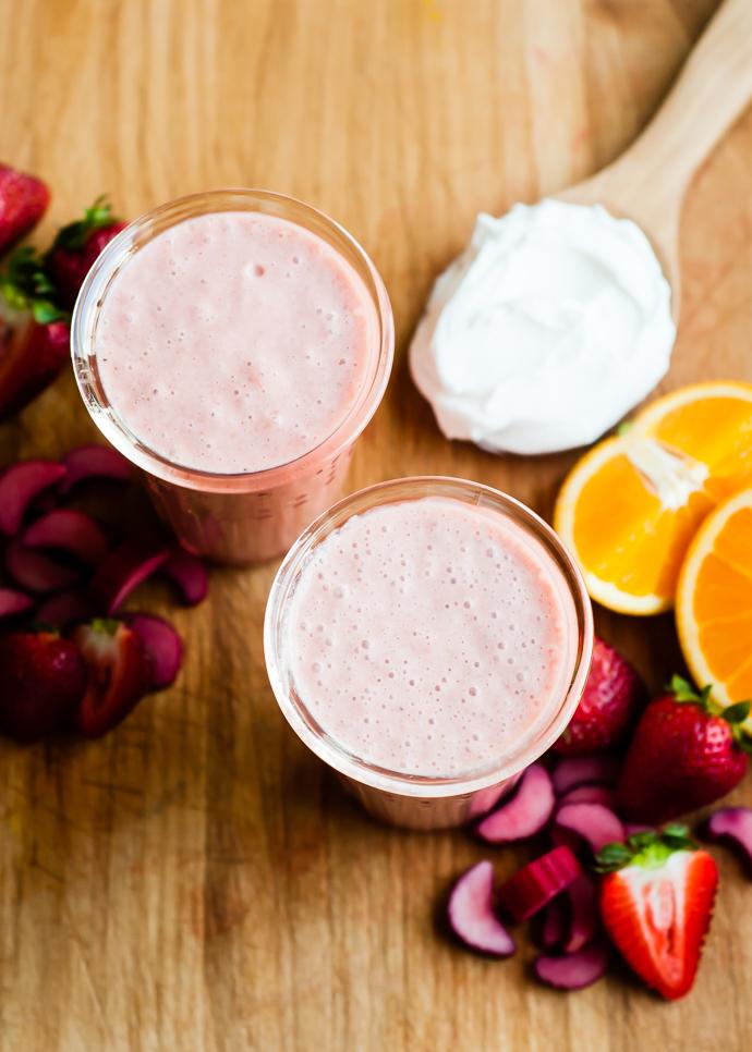 rhubarb strawberry smoothies