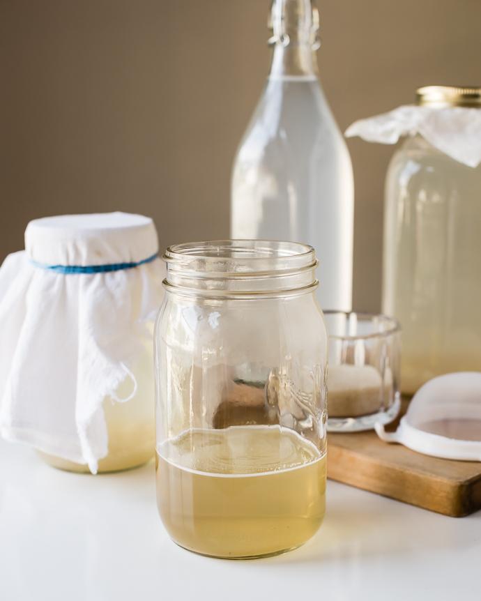 bubbly water kefir in a mason jar