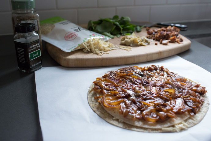 Caramelized-Onion-Chicken-Pizza-4