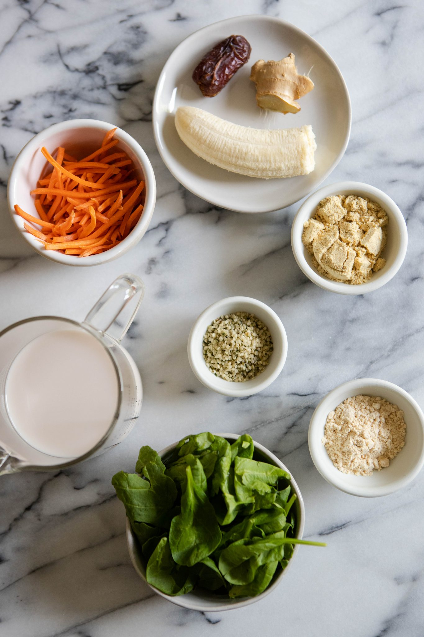 green smoothie ingredients banana, carrots, protein powder, spinach